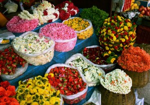 Loose flowers at Malleswaram Market. Photo credit: (Alicia Bermudez.)